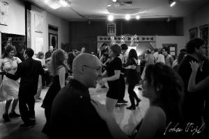 burque-dancers-crowd
